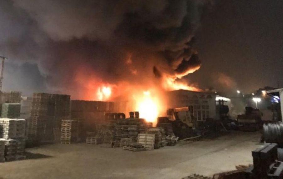 ROALERT – ora 23, 19.12.2019 – Incendiu puternic pe Sos. Fundeni, la un depozit