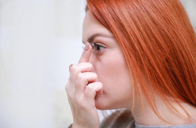Nu exista contraindicatii pentru corectiile de vedere prin intermediul lentilelor, la tineri